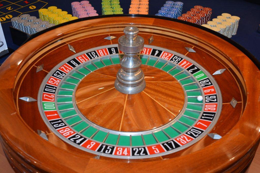 จานหมุน รูเล็ต (roulette)